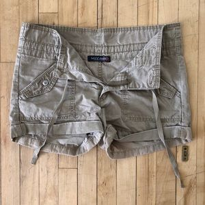 Distressed Beige Levi's shorts